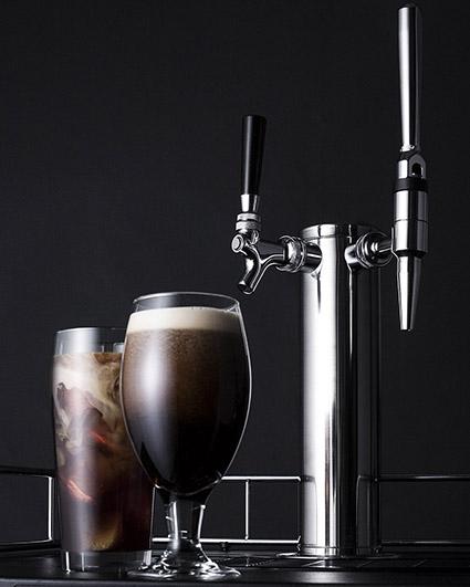 nitro cold brew catering coffee pour